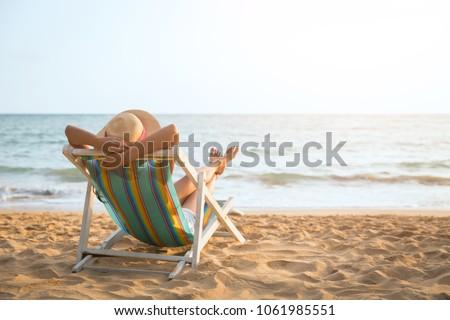 Asian donna rilassante spiaggia vacanze ragazza felice Foto d'archivio © Maridav
