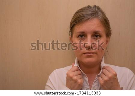 Közelkép üzletasszony néz homlok fehér munka Stock fotó © wavebreak_media