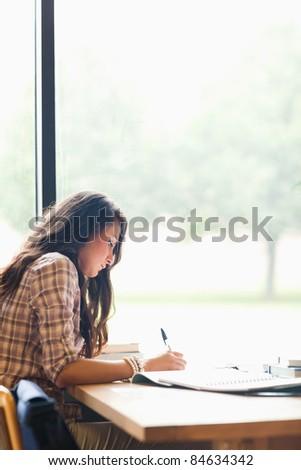 grave · caucásico · estudiante · biblioteca · aprendizaje · educación - foto stock © wavebreak_media