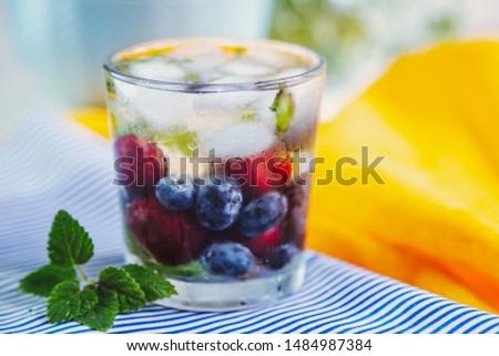 nyár · frissítő · desszert · gyümölcs · limonádé · jég - stock fotó © dariazu