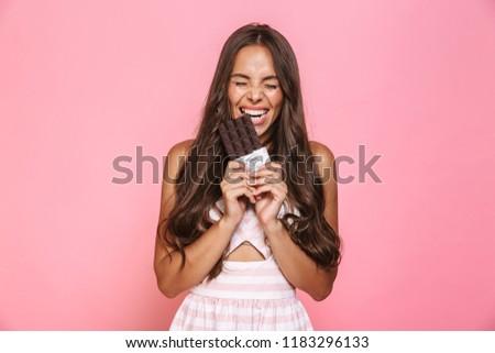 jonge · mooie · kaukasisch · vrouw · eten - stockfoto © deandrobot