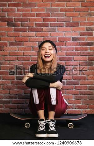 Imagen adolescente deportivo nina 20s riendo Foto stock © deandrobot