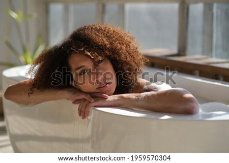 Gyönyörű afroamerikai nő fürdik kád tele Stock fotó © boggy