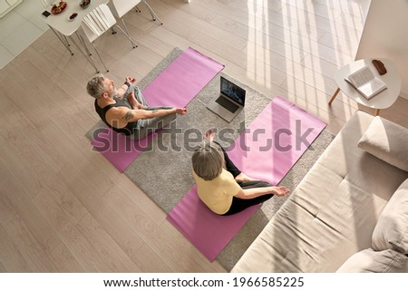 Actief senior vrouw mediteren yoga Stockfoto © wavebreak_media