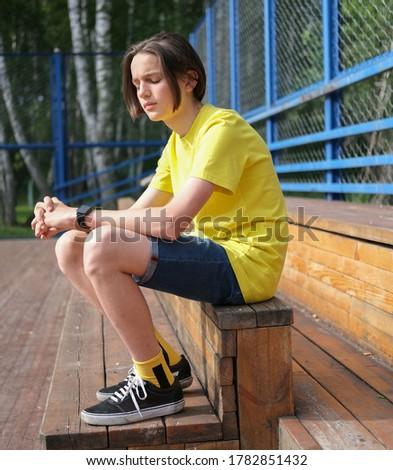 вид сбоку печально кавказский школьник сидят только Сток-фото © wavebreak_media