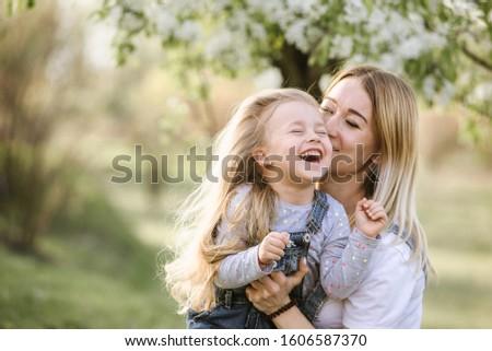 молодые матери прелестный дочь парка Blossom Сток-фото © ElenaBatkova
