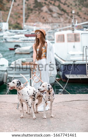 Menina animal de estimação adulto dálmata beira-mar água Foto stock © ElenaBatkova