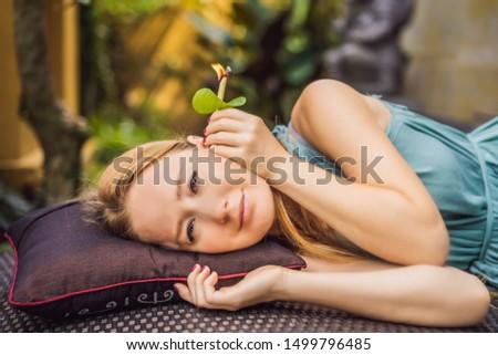 耳 運ば 外に 魅力的な 白人 女性 ストックフォト © galitskaya