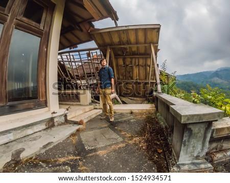 Człowiek turystycznych opuszczony tajemniczy hotel Indonezja Zdjęcia stock © galitskaya