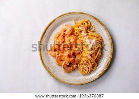 Spagetti fehér kerámia tányér felszolgált üveg Stock fotó © dash