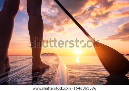 Stand hasta bordo mujer embarque lago Foto stock © galitskaya