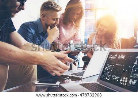 équipe commerciale entrepreneur analyse rapport graphique Photo stock © snowing