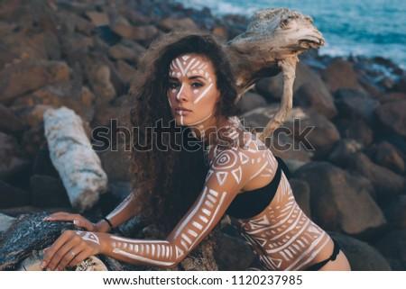 Fiatal őslakos amerikai nő tengerpart portré Stock fotó © elenaphoto