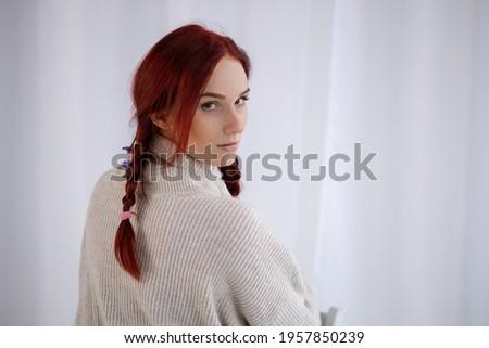Csinos női nyújtás nappali nő lány Stock fotó © wavebreak_media