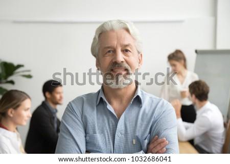 Portré irodai dolgozó pózol keresztbe tett kar fehér munka Stock fotó © wavebreak_media