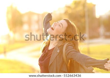 Kadın kazanan tutum silah renkli yukarı Stok fotoğraf © cboswell