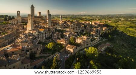 hart · Toscane · luchtfoto · middeleeuwse · stad · boom - stockfoto © lightpoet