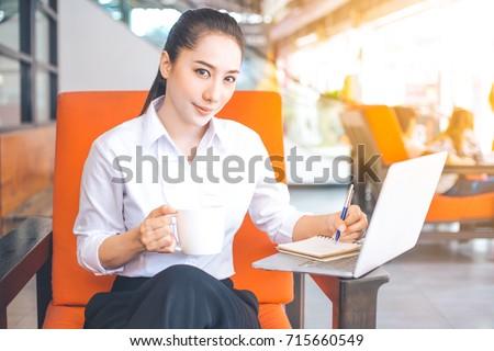 femme · d'affaires · main · dessin · idée · bord · affaires - photo stock © stevanovicigor