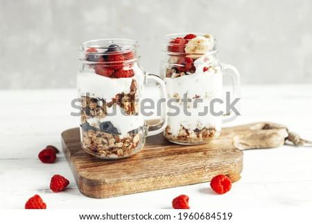eigengemaakt · natuurlijke · ontbijt · aardbeien · amandelen - stockfoto © artjazz