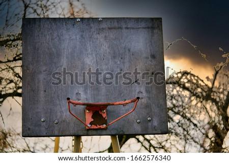 Koszykówki zewnątrz Błękitne niebo chmury sportu tle Zdjęcia stock © ShawnHempel