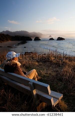 Kadın bank plaj öğleden sonra akşam karanlığı kereste Stok fotoğraf © lovleah
