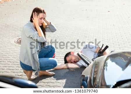 Fiatal nő néz eszméletlen férfi kerékpáros utca Stock fotó © AndreyPopov