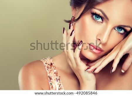 Bella modello ragazza rosa metallico manicure Foto d'archivio © serdechny