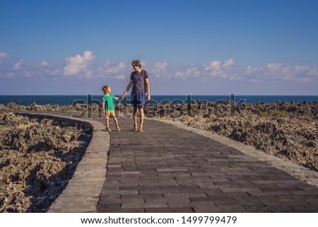 Filho pai surpreendente fonte bali ilha Indonésia Foto stock © galitskaya