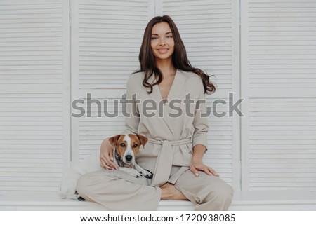 Horizontal coup joli femme beige Photo stock © vkstudio