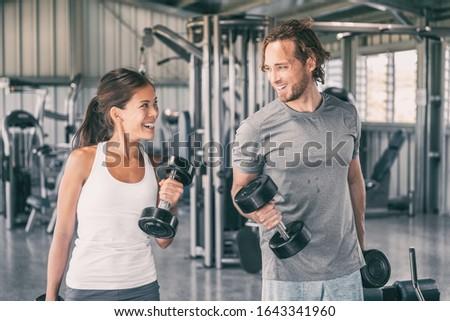 Asian kobieta trening siłowy biceps wolna wagi Zdjęcia stock © Maridav