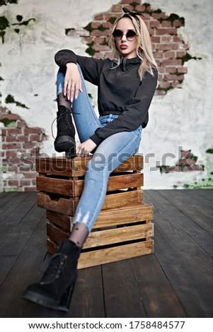 модный женщину джинсов высокий сапогах Сток-фото © gromovataya