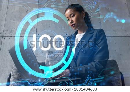 Mujer de negocios usando la computadora portátil dibujo nuevos inicio Internet Foto stock © ichiosea