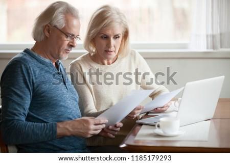 érett férj feleség megbeszél információ laptop Stock fotó © pressmaster