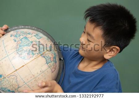 Vorderseite Ansicht Schüler schauen Welt stehen Stock foto © wavebreak_media