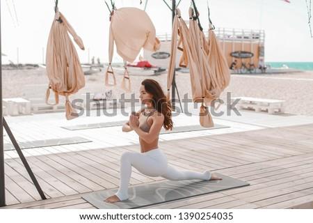 женщину пляж спортивная одежда спортивных подвесной женщины Сток-фото © ElenaBatkova