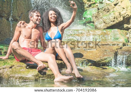 Lächelnd Paar Mann Frau Wasserfall Stock foto © galitskaya