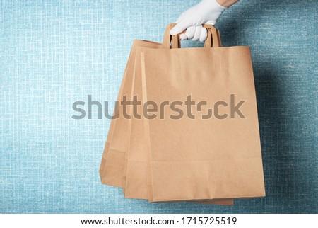 mulher · caixa · azul · cópia · espaço · escritório - foto stock © HASLOO