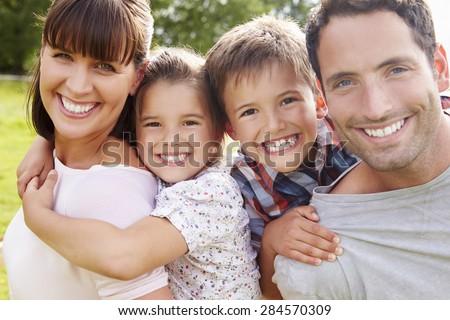 Retrato feliz filha piggyback mães Foto stock © dacasdo