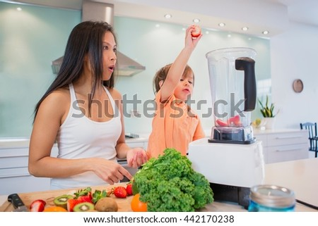 Foto stock: Criança · adulto · dois · fresco · morangos