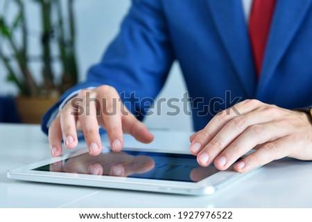 digitális · tabletta · mutat · táblázatok · modern · munkahely - stock fotó © simpson33