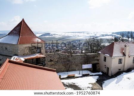 Vieux médiévale forteresse haut colline village Photo stock © pixachi