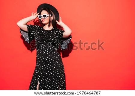 моде · элегантный · женщину · красное · платье · брюнетка · Lady - Сток-фото © feedough
