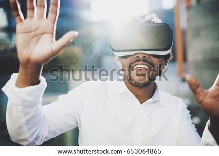 Foto stock: Feliz · barbado · hombre · virtual · realidad