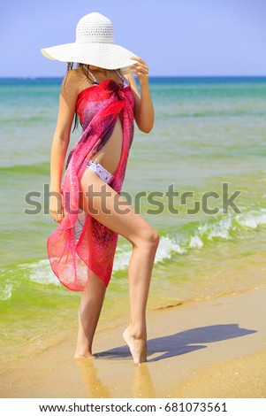 Vrouw groot stro Rood zonnebaden zanderig Stockfoto © Nobilior