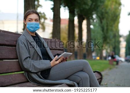 Médico comprimido olhando mulher sessão Foto stock © wavebreak_media