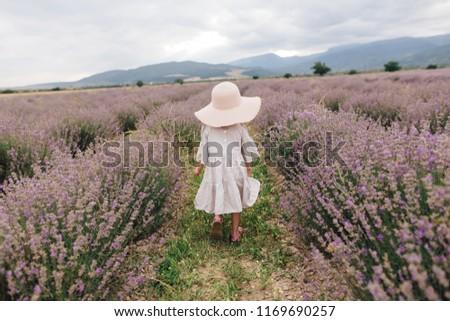女の子 白いドレス 壊れた 帽子 ラベンダー畑 花 ストックフォト © ElenaBatkova