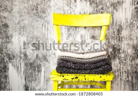 Köteg kötött meleg szürke fehér gyapjú Stock fotó © dashapetrenko
