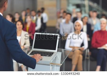 Işadamı dizüstü bilgisayar kullanıyorsanız iş seminer Stok fotoğraf © wavebreak_media