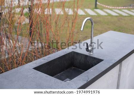 Openbare drinkwater fontein typisch kleurrijk huizen Stockfoto © pixachi