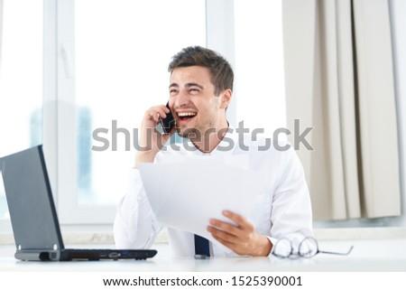 Retrato empresário falante telefone computador grupo Foto stock © Minervastock